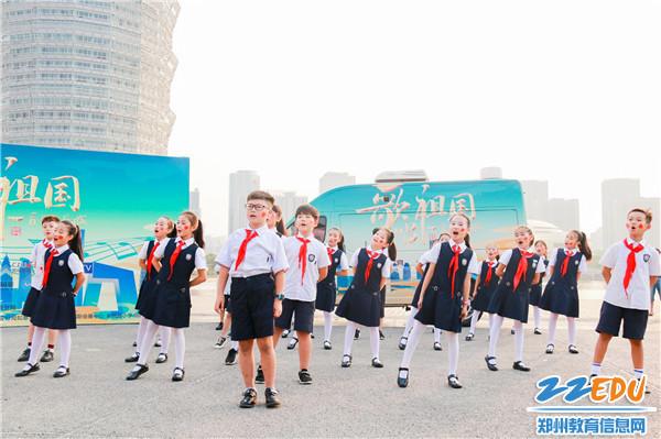 孩子们用歌声祝福祖国 (3)