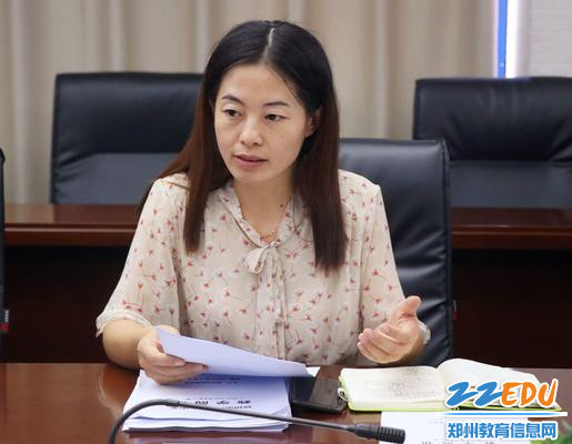 教务处副主任崔杨柳主持会议