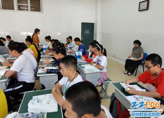 孔青霞老师组织学生自主学习