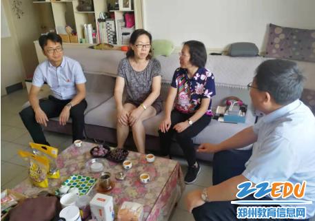 走访慰问老班主任张晓东老师,并了解目前生活情况