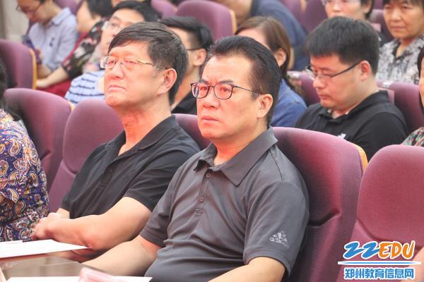 2.郑州八中校长郅广武、经纬中学校长胡耀平等校领导与全体教职员工参加了庆祝暨表彰大会 - 副本