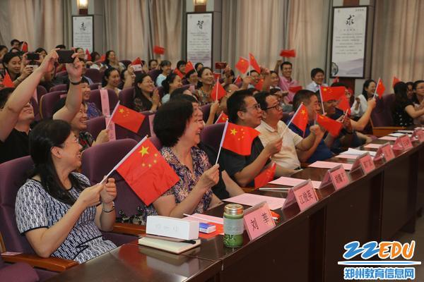14.大会结束时,全体教职员工齐唱《我和我的祖国》 - 副本