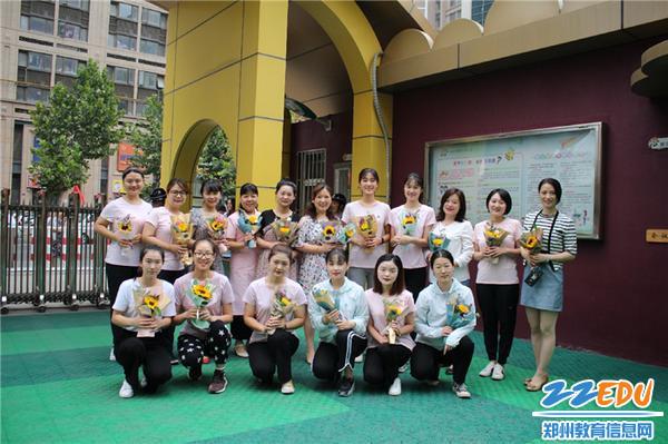 2.1郑州市教工幼儿园副园长巴丽坤前往文博东路园区为老师们送祝福