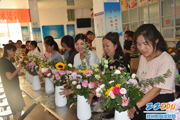郑州市第13中学:老师们完成自己的作品6