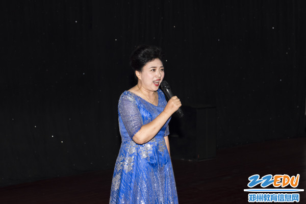 吕红老师的一曲《长大后我就成了你》