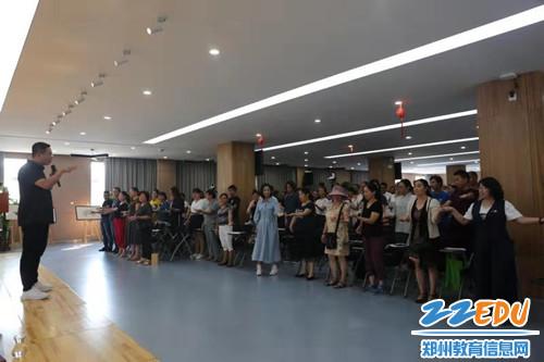 2讲座吸引教师、家长、辖区居民共200余人参加活动