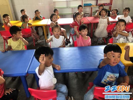 小班幼儿:老师,我爱您