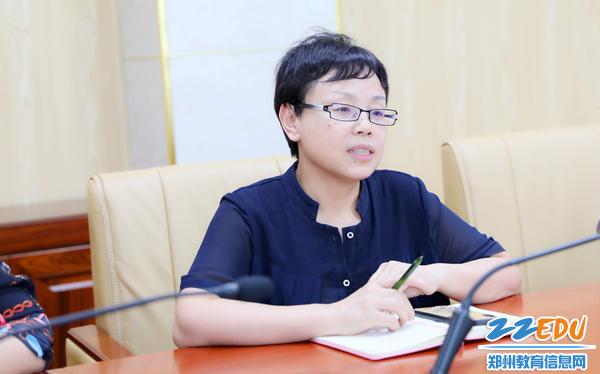 党委书记陈立新汇报党建工作