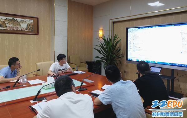 财务工作人员王飞介绍填写要求