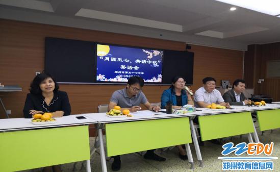党委书记、校长李宇红向青年教师表示节日的祝福和慰问