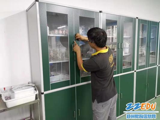4对实验室试剂柜加锁