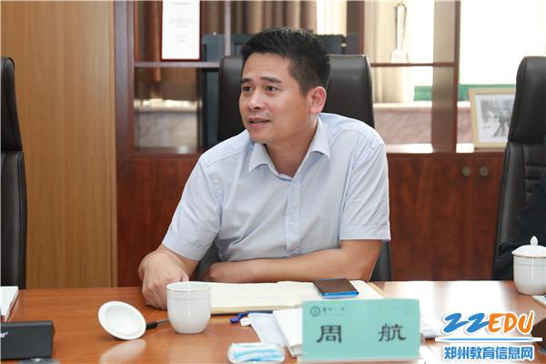 教育部教育信息化典型案例遴选专家组成员、北京市教育网络和信息中心总工程师周航在听取汇报后提出建议
