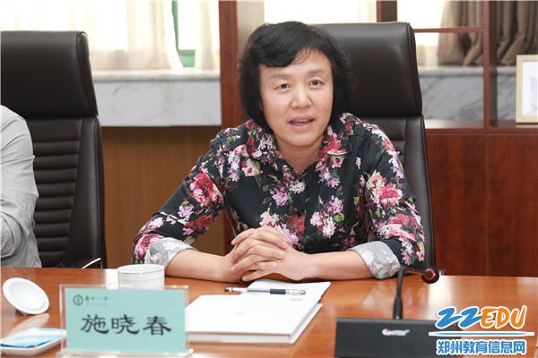 河南省教育厅科技处正调研员施晓春在听取汇报后提出建议