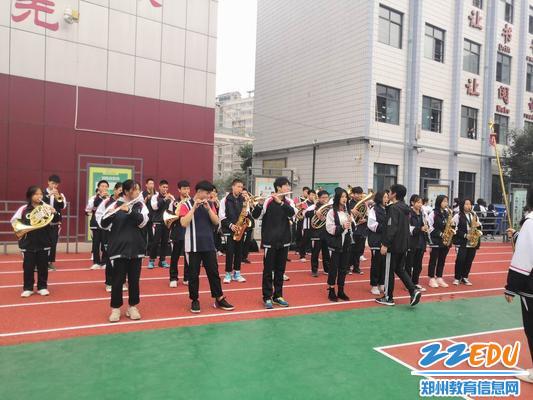 校管乐社团吸引了大量学生
