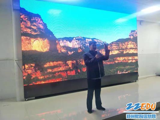 原林县县委书记杨贵修建红旗渠开会的场景