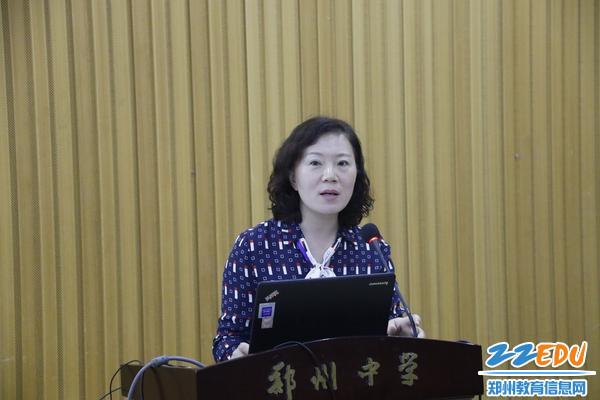 初中部教务处副主任水宏伟主持青年教师拜师会