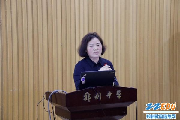 初中部政教处主任安书红总结发言