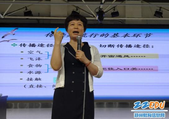 孙霞教授为同学们讲解传染病流行的基本环节