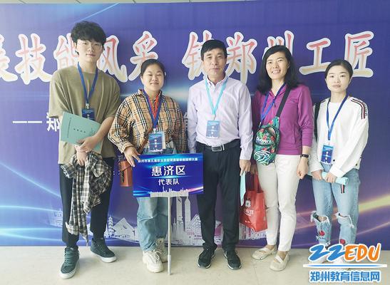 郑州市第五届职业技能竞赛服装制版师竞赛上,科工学校荣获团体第一名