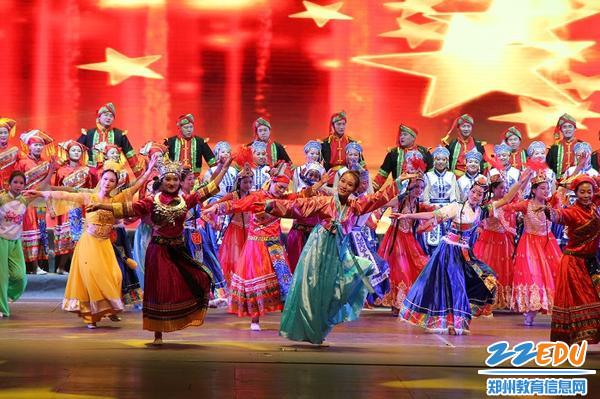 5 舞蹈《盛世中华合家欢》
