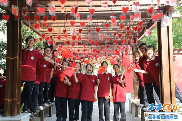 实验中学学生喊出对祖国的祝福