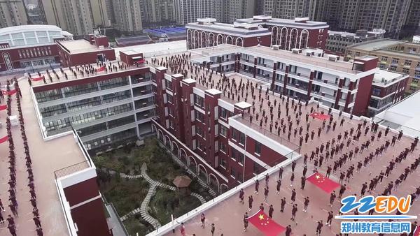 郑州18中全体师生向祖国表白