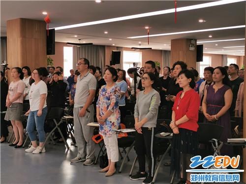 讲座吸引教师、家长、辖区居民共200余人参加活动