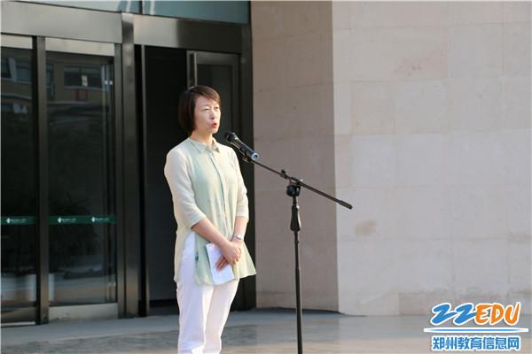 5.副校长张磊在升旗仪式上讲话