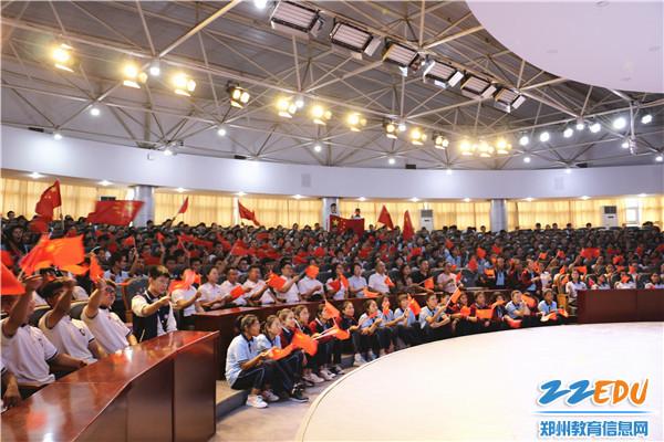 6.新疆部师生集中收看庆祝中华人民共和国成立70周年阅兵仪式直播。
