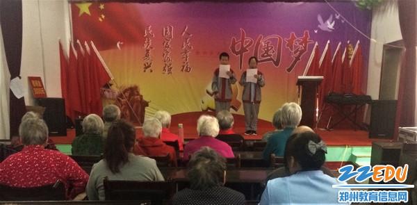 复件 学生主持人宋玥璇、王钰清主持活动开展