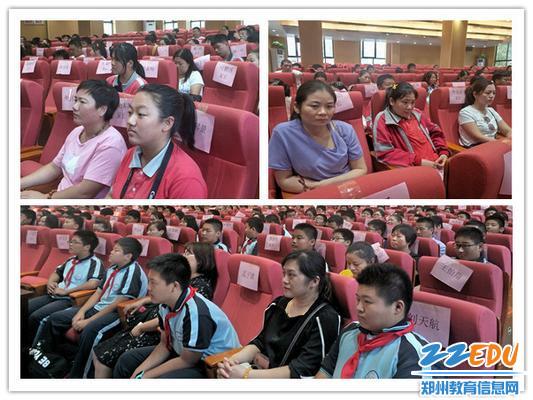 4学生和家长一起认真聆听讲座