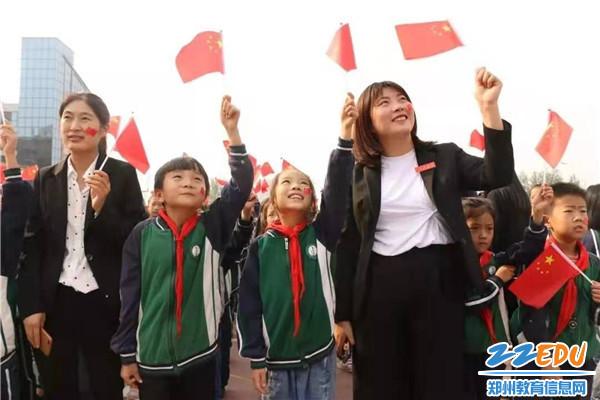 经开区师生庆祝新中国成立70周年 (1)