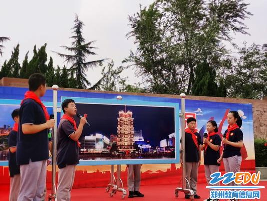9.惠济六中的少先队员展示情景剧《图说大郑州》_调整大小