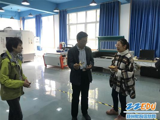 航空服务专业教师张欣悦介绍3D打印技术在无人机专业的应用