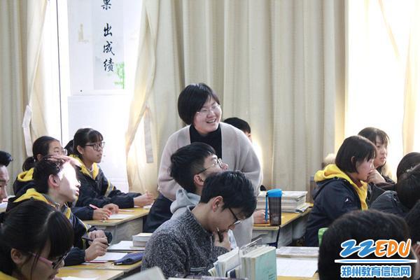 赵业老师上课中_副本