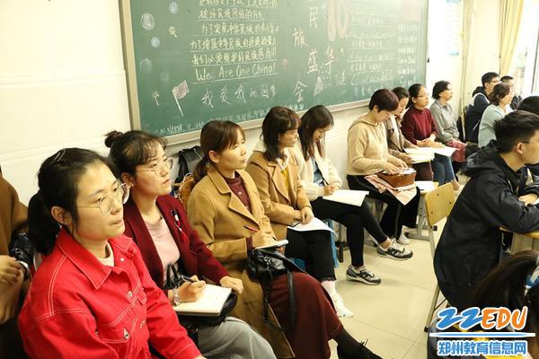 语文组教师观课中_副本