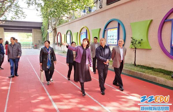 省级文明校园考评组第四组深入郑州市第四十五中学进行检查指导