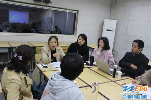 崔秀玲老师和与会老师交流