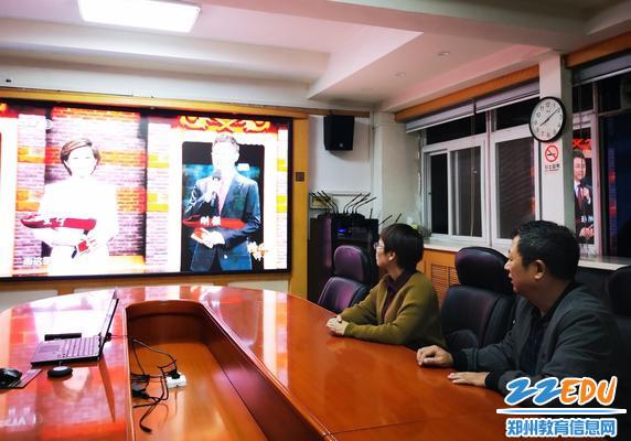 党总支书记张云敬带头收看《榜样4》专题节目