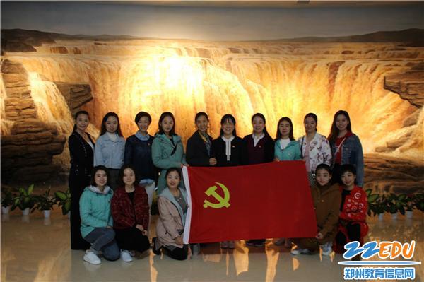 1.党员同志在黄河博物馆合影
