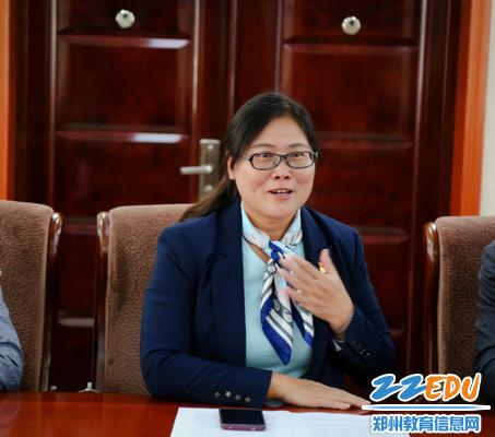 郑州57中党委书记、校长李宇红做工作汇报