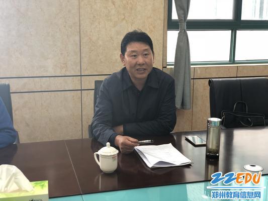 市教育局党组成员、副调研员郭跃华进行工作指导