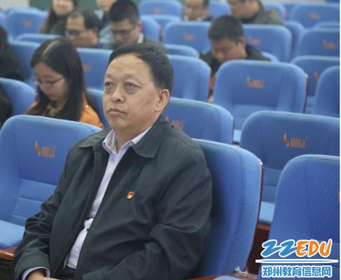 郑州回中党委书记崔振喜参加会议