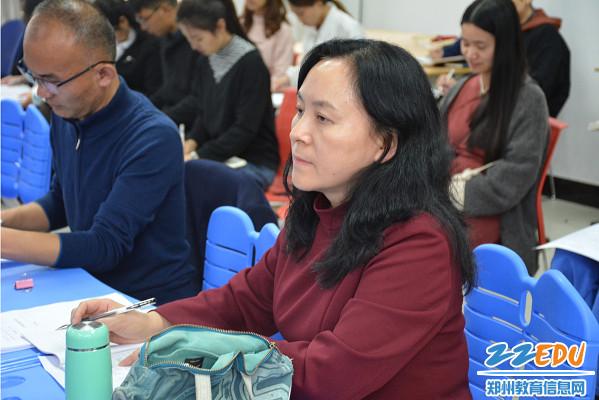 学校党总支书记、校长于红莲亲自观摩指导