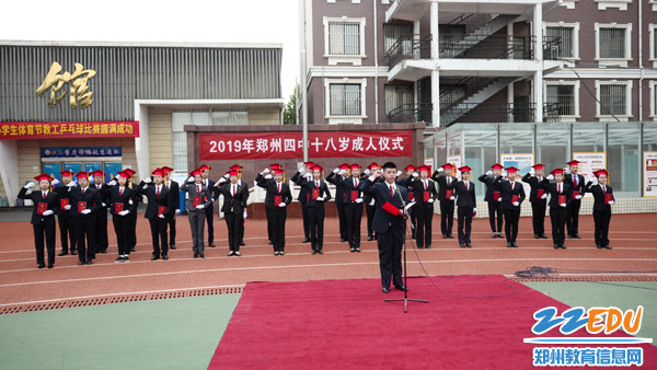 14学生代表领誓