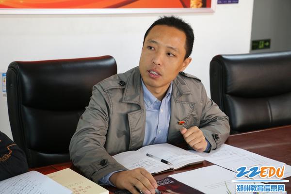 学校党建专干邓海珠领学《党章》《纪律处分条例》