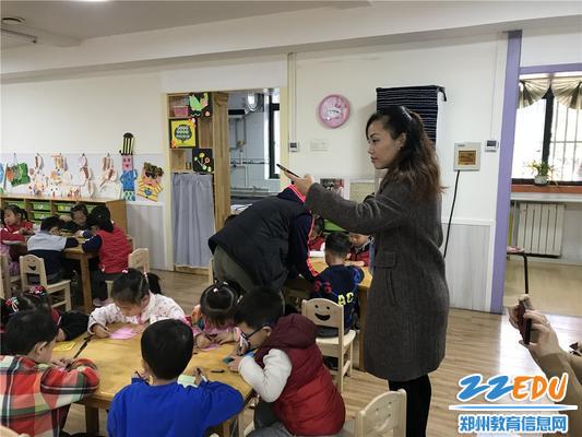 3、国培教师们用镜头记录下在市实验幼儿园的教学日常