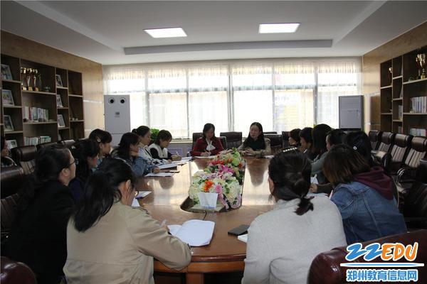 8、国培教师们即将完成本次培训,市实验幼儿园为国培教师们举办总结座谈