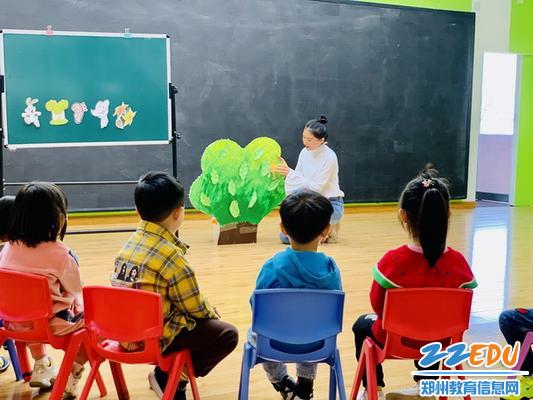 吴雅楠老师小班歌唱活动《小兔和狼》_调整大小