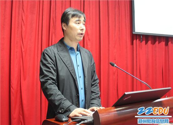3.郑州市教育局师训处处长李迎军对郑州市教工幼儿园扎实的教师培养表示肯定